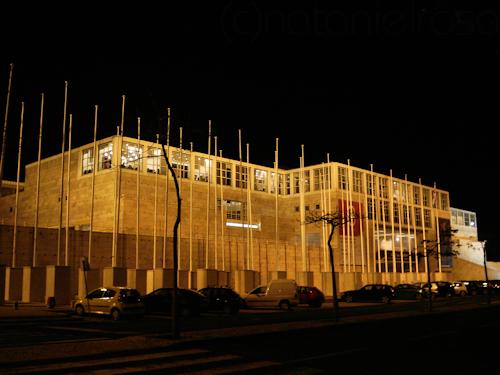 centro cultural de belem lisboa colunas portugal lisbon cultural centre of belem noite